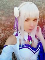 emilia selfie